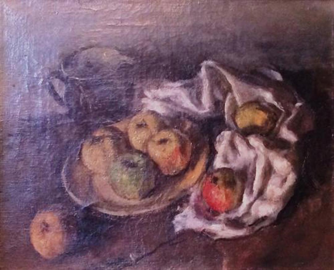 Natura morta con piatto di mele e bricco scuro
